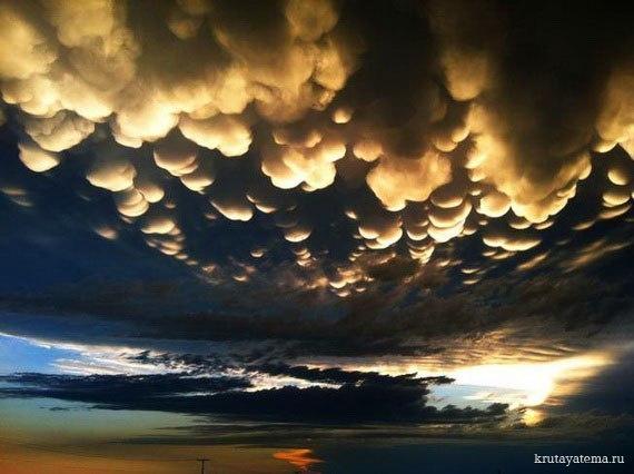 Mammatus clouds — один из редких видов облаков.